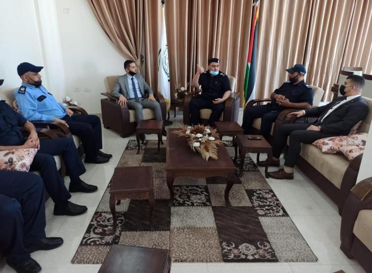 مدير نيابة غزة الأولي يناقش مع مدير شرطة الشجاعية تعزيز سيادة القانون ومكافحة الجريمة